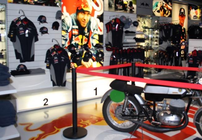 Mobiliario para tiendas de ropa panatta decoraci n comercial for Tiendas de decoracion en sevilla