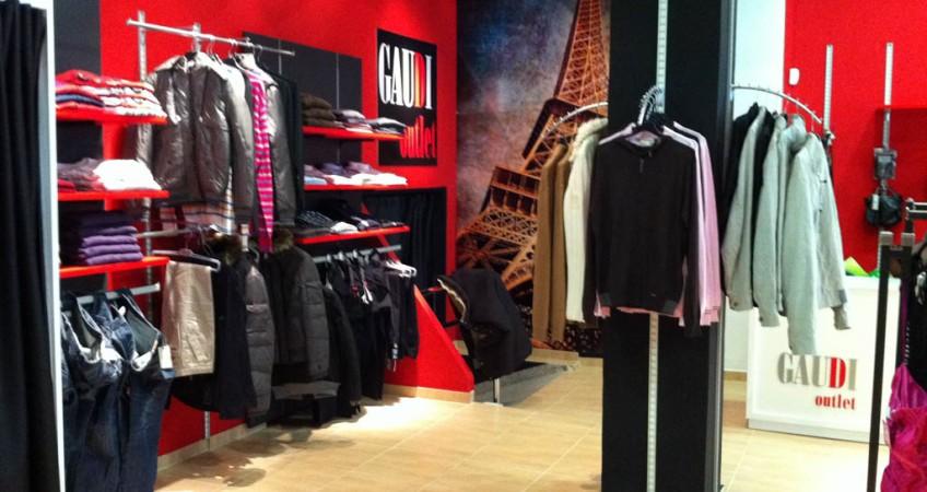 Mobiliario comercial para tienda ropa gaud en baza granada for Muebles ballesta baza