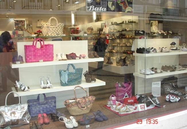 Escaparates para tiendas de calzado panatta mobiliario - Articulos para decoracion escaparates ...