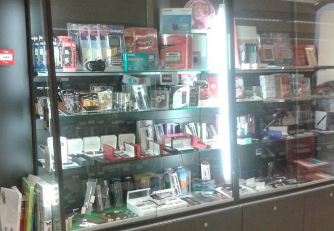 Vitrinas para librer as papeler as panatta mobiliario y for Decoracion para vitrinas