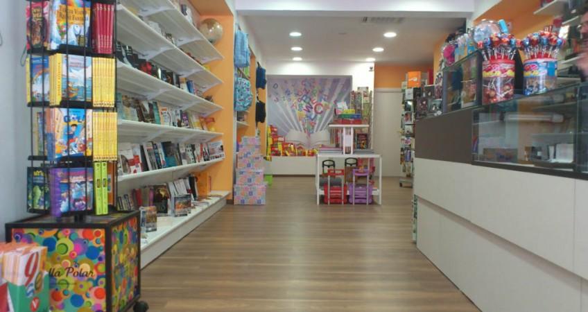 Proyecto mobiliario papeler a librer a ninot en barcelona - Mobiliario para libreria ...