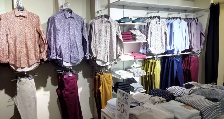 Paneles y equipamiento comercial para tienda de ropa de hombre Celopman Lucena
