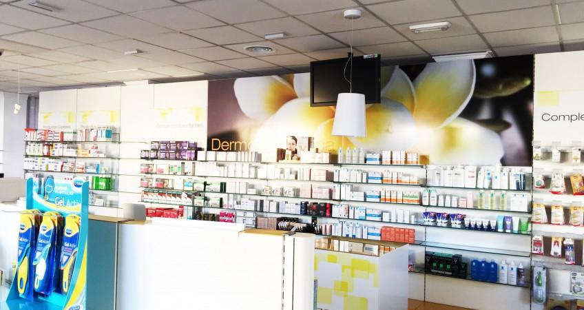 Mostradores y Góndolas para Farmacia en Fuente Vaqueros, Granada