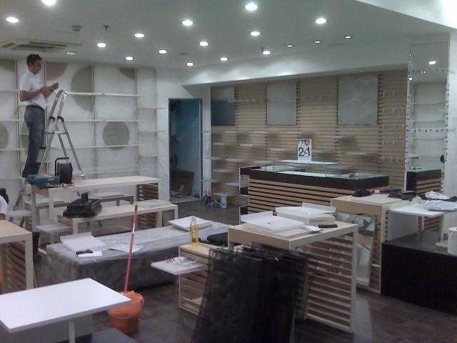 Detalle Obras antes de la Apertura Zapatería Bata