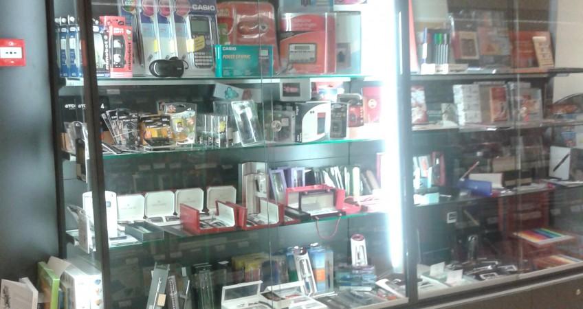 Vitrina especial Regalos Libreria Abacus Mataro en Barcelona
