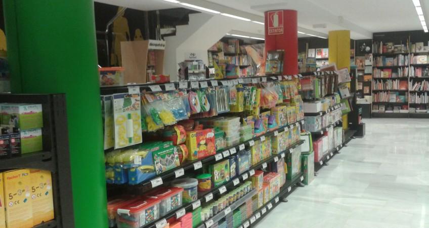 Pasillo Principal Libreria Abacus Mataro en Barcelona