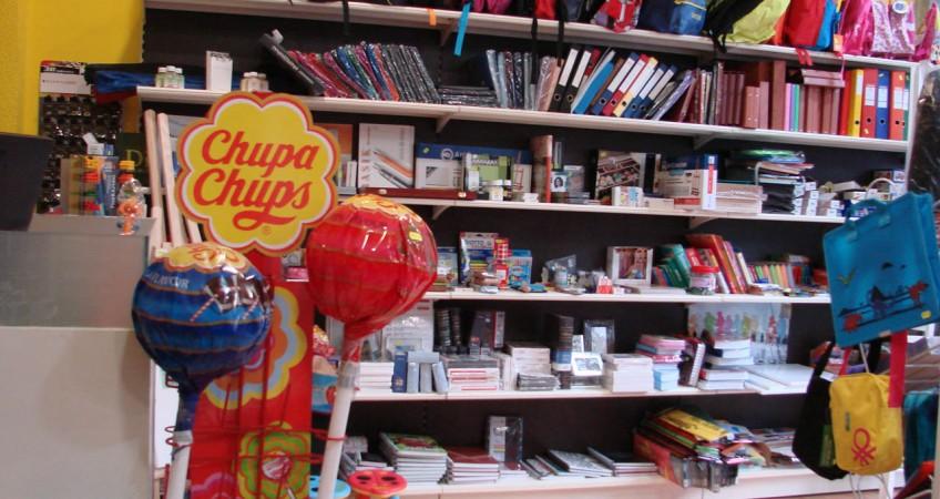 Estanterías para Accesorios y Mochilas de Librería