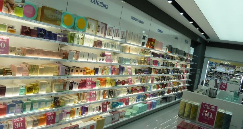Proyecto mobiliario tienda super perfumer as en tudela - Estanterias para perfumerias ...